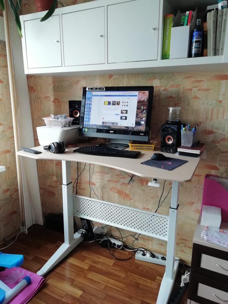 высокий пневматический стол для работы стоя